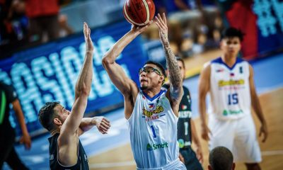 Tiebreaker Times Isaiah Austin stands with Kiefer Ravena Basketball News  Kiefer Ravena Isaiah Austin Chooks-to-Go Pilipinas