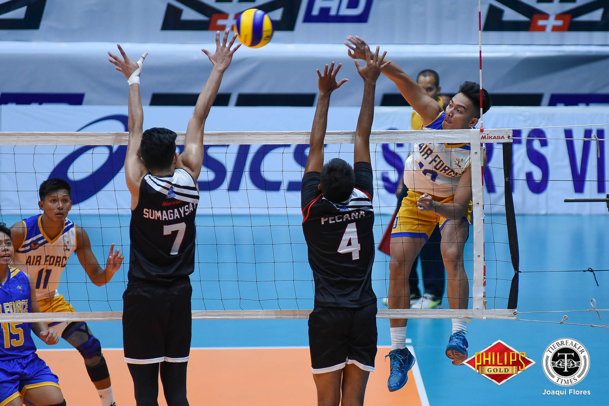 Tiebreaker Times Air Force rolls to first QF win, avenges shock loss to Army News PVL Volleyball  Rico De Guzman Rhovyl Verayo PJ Rojas Pitrus De Ocampo Juvie Mangaring Howard Mojica Benjaylo Labide Army Troopers Air Force Jet Spikers 2018 PVL Season 2018 PVL Men's Reinforced Conference Fauzi Ismail