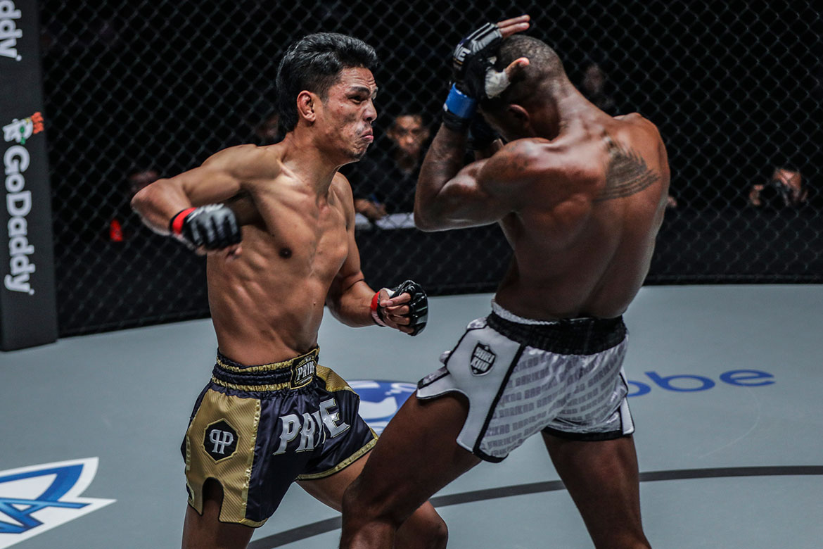 Tiebreaker Times Chris Ngimbi pulls off upset against Armen Petrosyan Kickboxing Muay Thai News ONE Championship  Panicos Yusuf ONE: Reign of Kings Han Zi Hao Chris Ngimbi Chamuaktong Fightermuaythai Brown Pinas Armen Petrosyan
