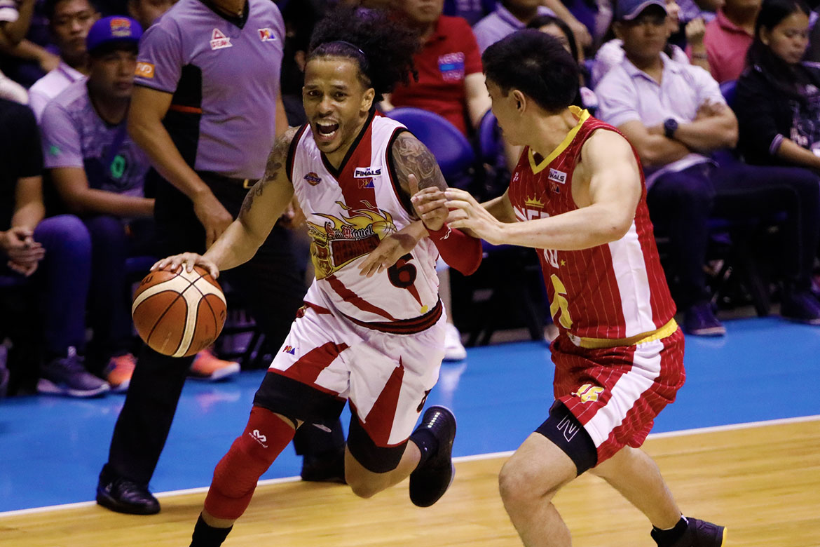 Tiebreaker Times Chris Ross comes alive as San Miguel thrashes Ginebra to take series lead Basketball News PBA  Tim Cone San Miguel Beermen Renaldo Balkman PBA Season 43 Mark Caguioa Leo Austria June Mar Fajardo Christian Standhardinger Chris Ross Barangay Ginebra San Miguel 2018 PBA Commissioners Cup