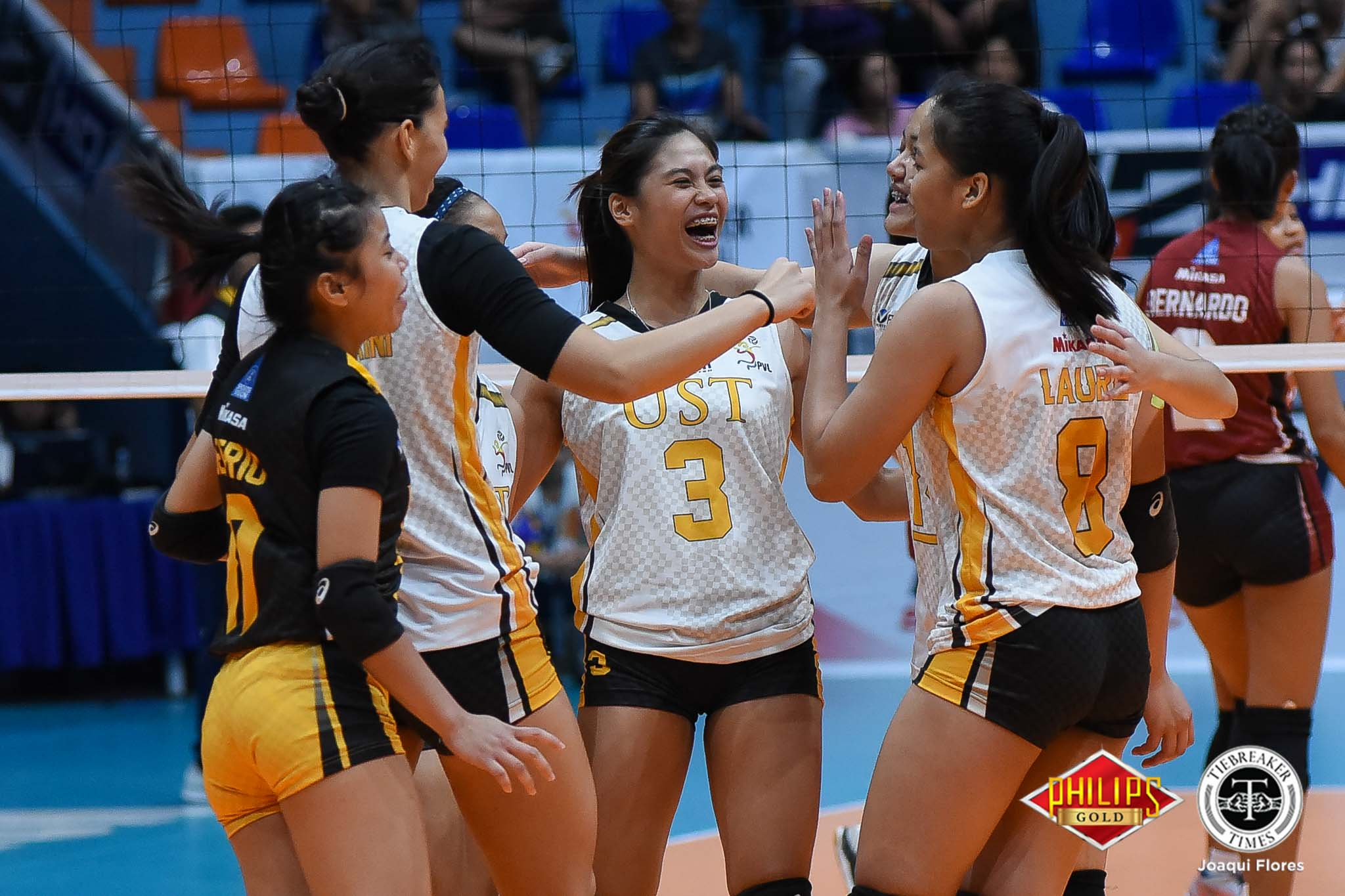 Tiebreaker Times UST claims first semis seat after gritty Saint Benilde encounter CSB News PVL UST Volleyball  Ysabel Jimenez UST Women's Volleyball Saint Benilde Women's Volleyball Milena Alessandrini Marites Pablo Klarisa Abriam Jerry Yee Janel Delerio Ian Fernandez Alina Bicar 2018 PVL Women's Collegiate Conference 2018 PVL Season