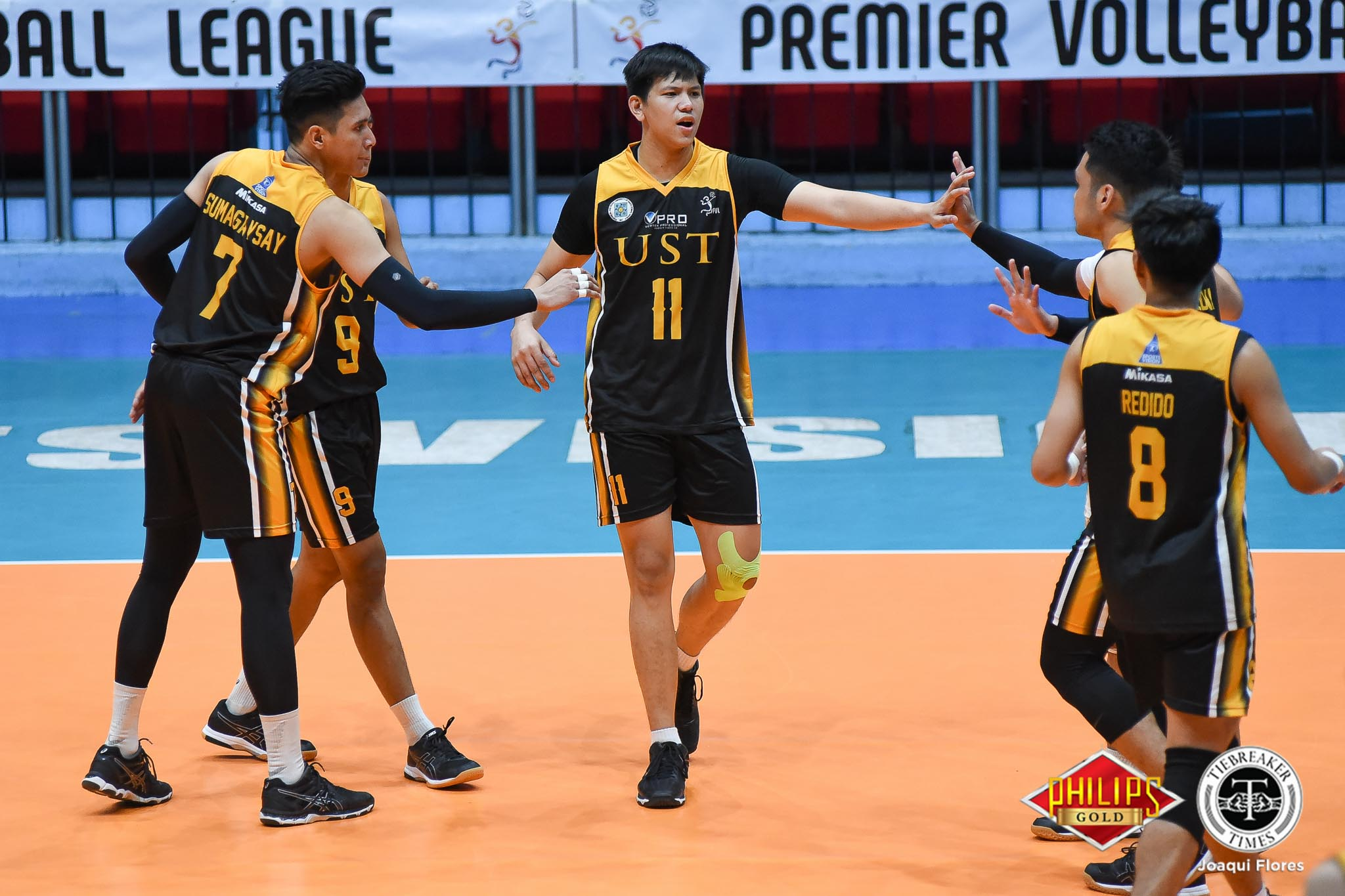 Tiebreaker Times Tiger Spikers subdue Fighting Maroons to clinch semis seat News PVL UP UST Volleyball  UST Men's Volleyball UP Men's Volleyball Timothy Tajanlangit Odjie Mamon MAnuel Medina Mac Millete Kim Sawal Joshua Umandal Jayvee Sumagaysay Hands Chuacuco 2018 PVL Season 2018 PVL Men's Collegiate Conference