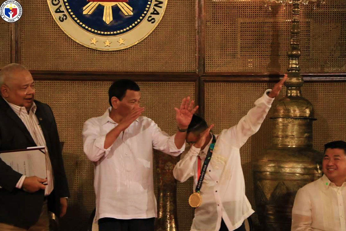 Tiebreaker Times Margie Didal gets to dab with Duterte as Asian Games heroes get added incentive News POC/PSC  Yuka Saso Rodrigo Duterte Margielyn Didal Malacanang Palace LK Go Hidilyn Diaz Bianca Pagdanganan 2018 Asian Games