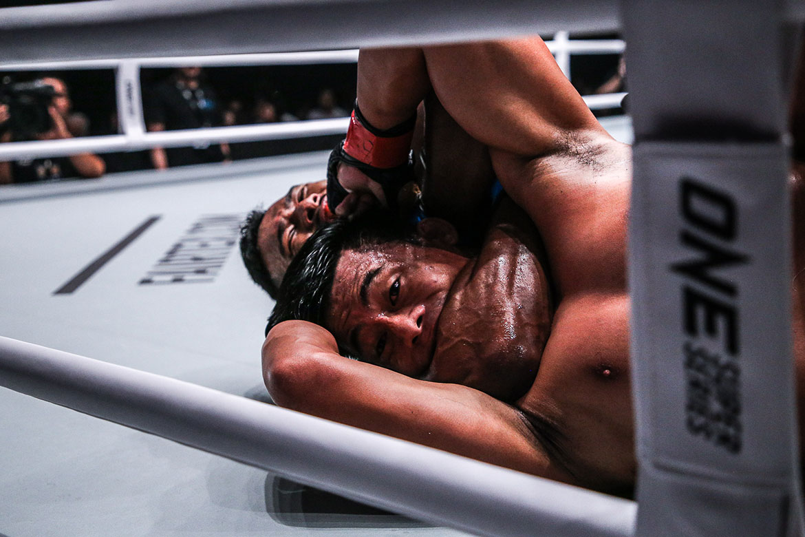 Tiebreaker Times Amir Khan ends Honorio Banario's streak Mixed Martial Arts News ONE Championship  Team Lakay ONE: Beyond the Horizon Honorio Banario Evolve MMA Edward Kelly Christian Lee Amir Khan