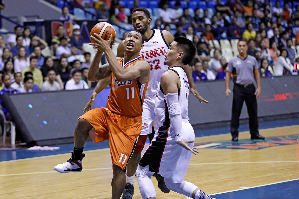 Tiebreaker Times Meralco continues power surge, overcomes Alaska for early semis lead Basketball News PBA  Vic Manuel PBA Season 43 Norman Black Mike Harris Meralco Bolts Chris Newsome Chris Banchero Baser Amer Allen Durham Alex Compton Alaska Aces 2018 PBA Governors Cup