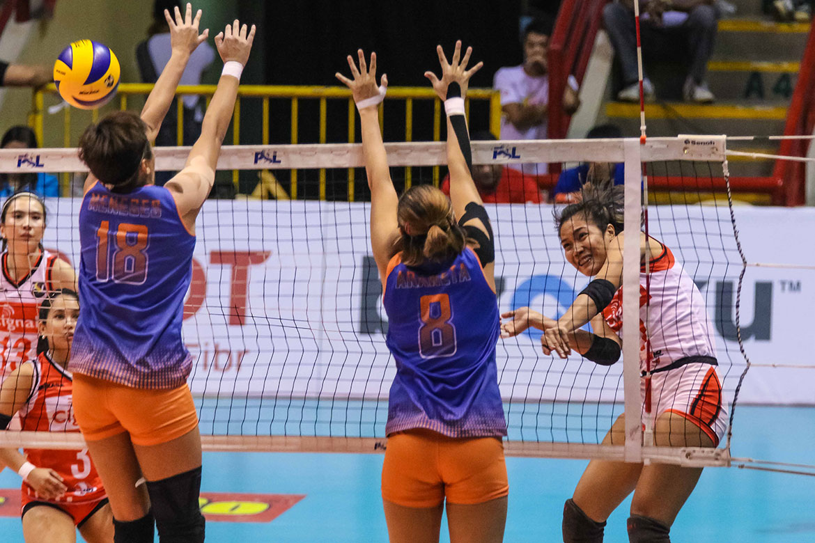 Tiebreaker Times Cignal HD guts emotional win over Generika-Ayala News PSL Volleyball  Sherwin Meneses Rachel Daquis Patty Orendain Jheck Dionela Generika-Ayala Lifesavers Edgar Barroga Cignal HD Spikers Cherry Vivas Angeli Araneta Acy Masangkay 2018 PSL Season 2018 PSL All Filipino Conference