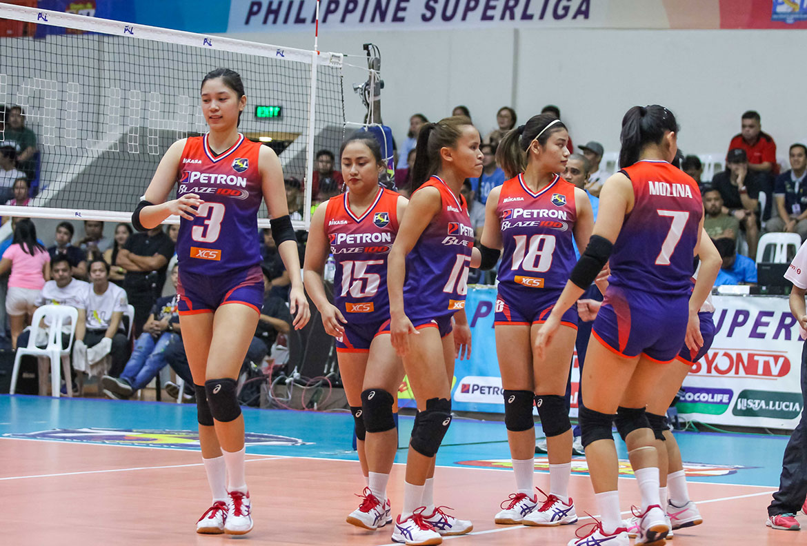 Tiebreaker Times Petron rolls to fifth straight at Cignal HD's expense News PSL Volleyball  Shaq delos Santos Rhea Dimaculangan Rachel Daquis Petron Blaze Spikers Mylene Paat Mika Reyes Edgar Barroga Cignal HD Spikers Ces Molina Buding Duremdes 2018 PSL Season 2018 PSL All Filipino Conference