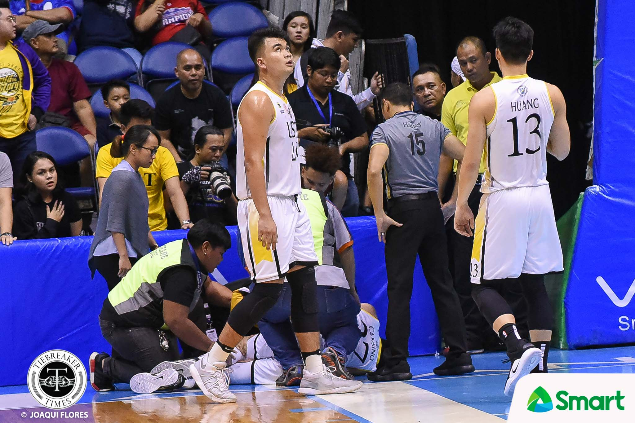Tiebreaker Times Juan Gomez de Liano praying for fellow 'Ka-Better' CJ Cansino Basketball News UAAP UP UST  UST Men's Basketball UP Men's Basketball UAAP Season 81 Men's Basketball UAAP Season 81 Juan Gomez De Liano CJ Cansino