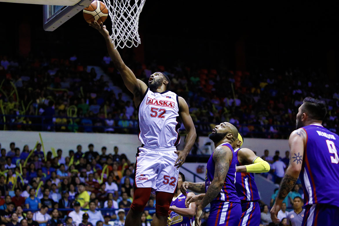 Tiebreaker Times Mike Harris regains form as Alaska dismantles Magnolia to take Game 3 Basketball News PBA  Vic Manuel Simon Enciso Romeo Travis PBA Season 43 Mike Harris Mark Barroca Magnolia Hotshots Chito Victolero Carl Cruz Alex Compton Alaska Aces 2018 PBA Governors Cup