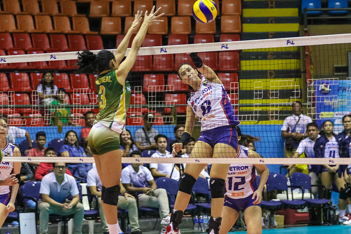 Tiebreaker Times Petron stumps Sta. Lucia, marches to semis News PSL Volleyball  Sta. Lucia Lady Realtors Souzan Raslan Shaq delos Santos Rhea Dimaculangan Remy Palma Petron Blaze Spikers Jho Maraguinot George Pascua Ces Molina Buding Duremdes 2018 PSL Season 2018 PSL All Filipino Conference