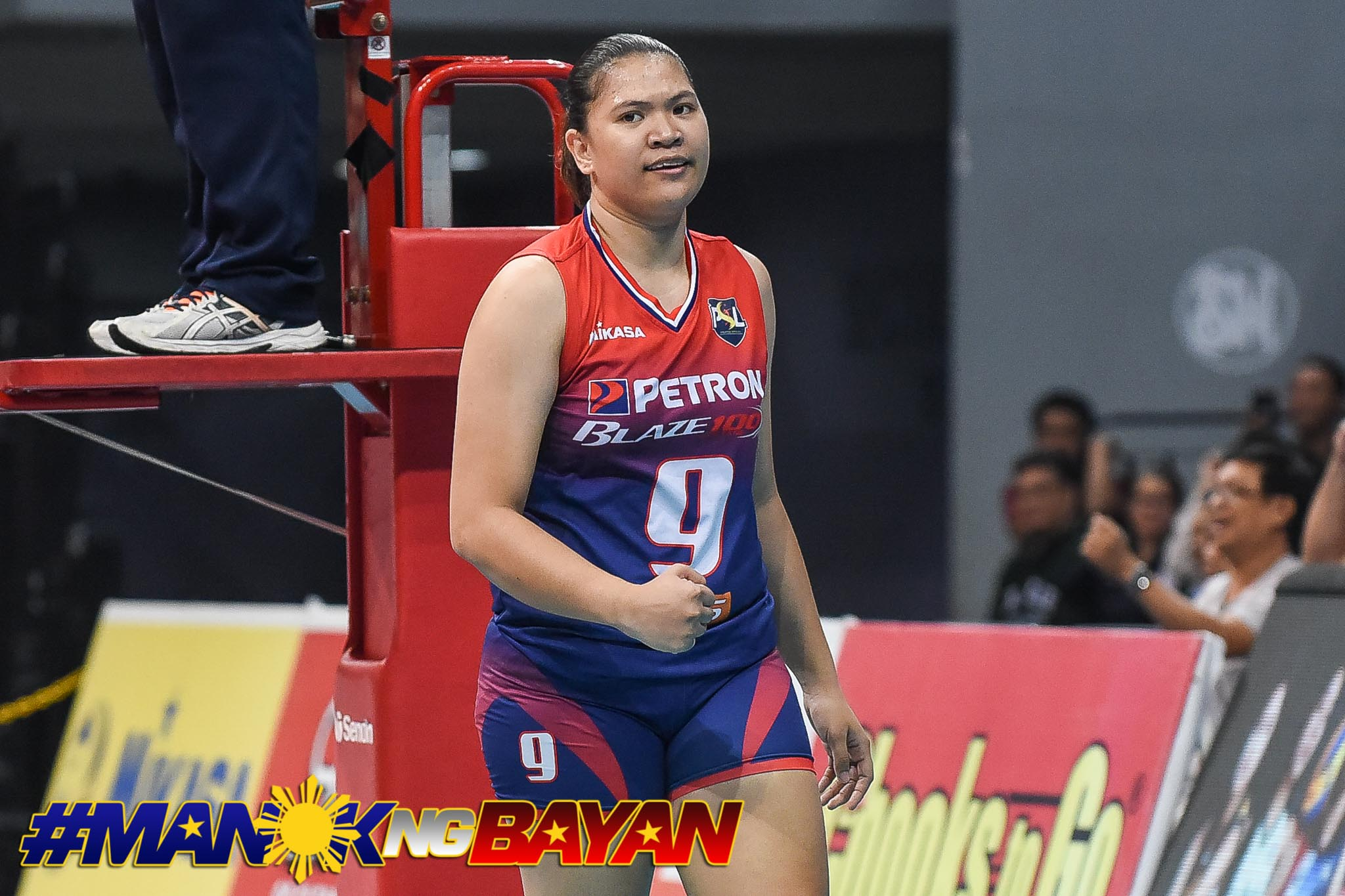 Tiebreaker Times Petron unstoppable, zaps F2 Logistics to take Game One News PSL Volleyball  Sisi Rondina Shaq delos Santos Rhea Dimaculangan Ramil De Jesus Petron Blaze Spikers F2 Logistics Cargo Movers Buding Duremdes Bernadeth Pons Ara Galang 2018 PSL Season 2018 PSL All Filipino Conference