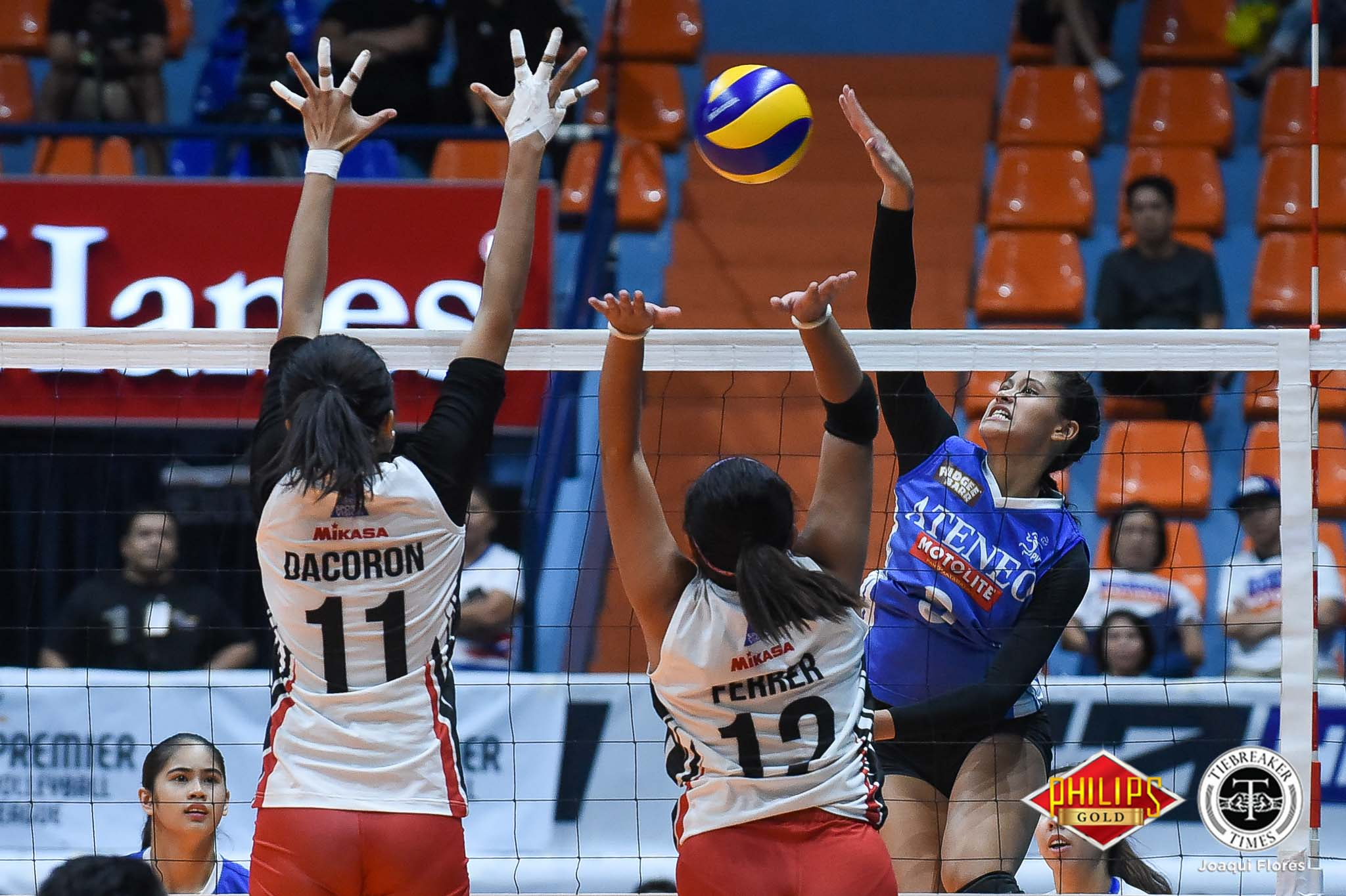 Tiebreaker Times Ateneo-Motolite vanquishes BanKo to enter Finals ADMU News PVL Volleyball  Perlas Lady Spikers Oliver Almadro Nicole Tiamzon Maddie Madayag Jules Samonte Dzi Gervacio Dong dela Cruz Deanna Wong Dani Ravena Ateneo-Motolite Lady Eagles 2018 PVL Season 2018 PVL Open Conference