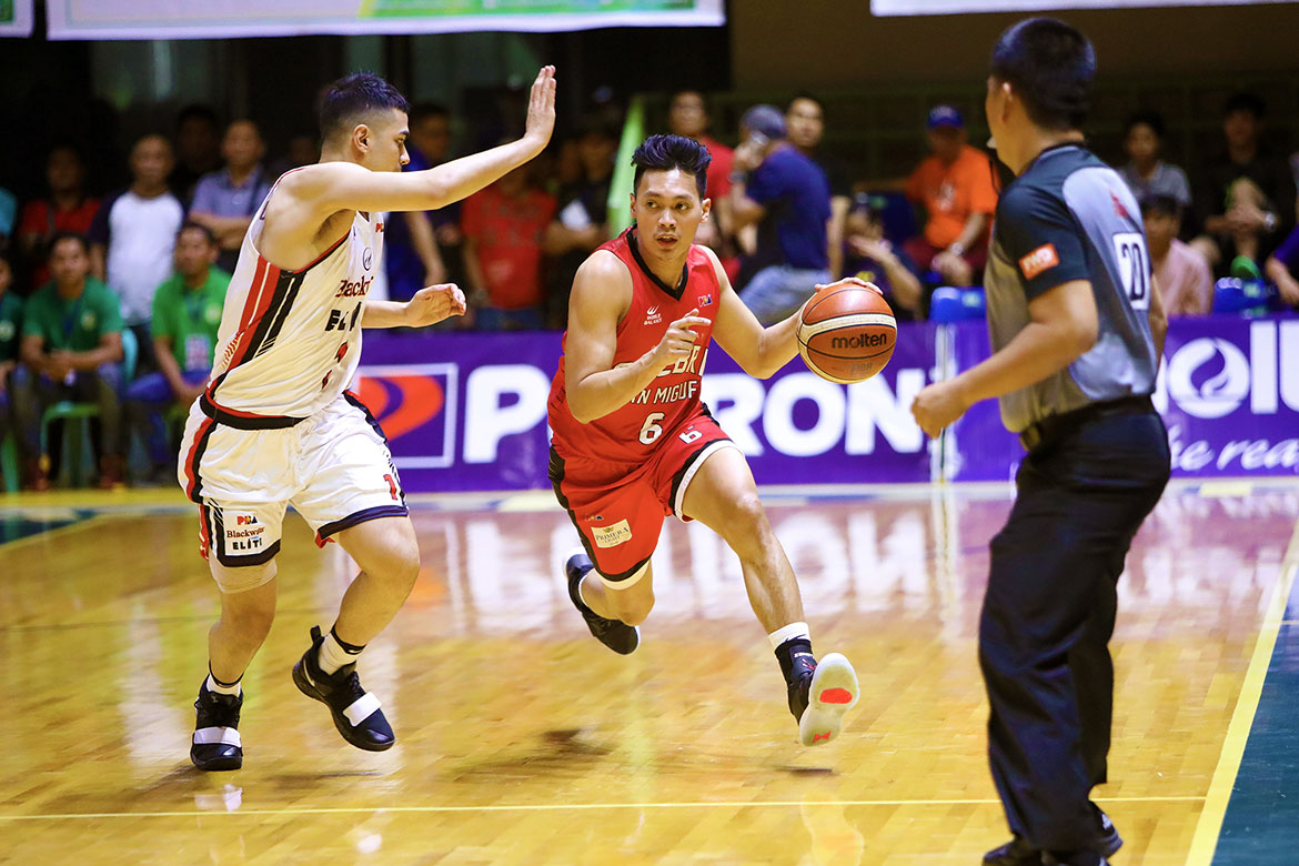 Tiebreaker Times Scottie Thompson makes triumphant homecoming as Ginebra thrashes Blackwater Basketball News PBA  ScottieThompson PBA Season 44 Mike DiGregorio Kevin Ferrer Joseph Eriobu Japeth Aguilar Greg Slaughter Blackwater Elite Barangay Ginebra San Miguel Abu Tratter 2019 PBA Philippine Cup
