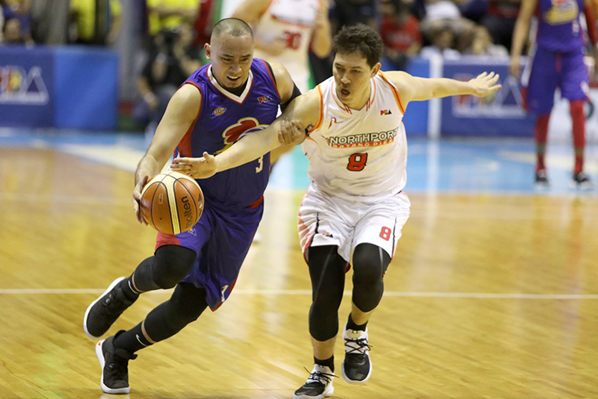 Tiebreaker Times Paul Lee hopes leg injury won't turn serious Basketball News PBA  PBA Season 44 Paul Lee Magnolia Hotshots 2019 PBA Philippine Cup