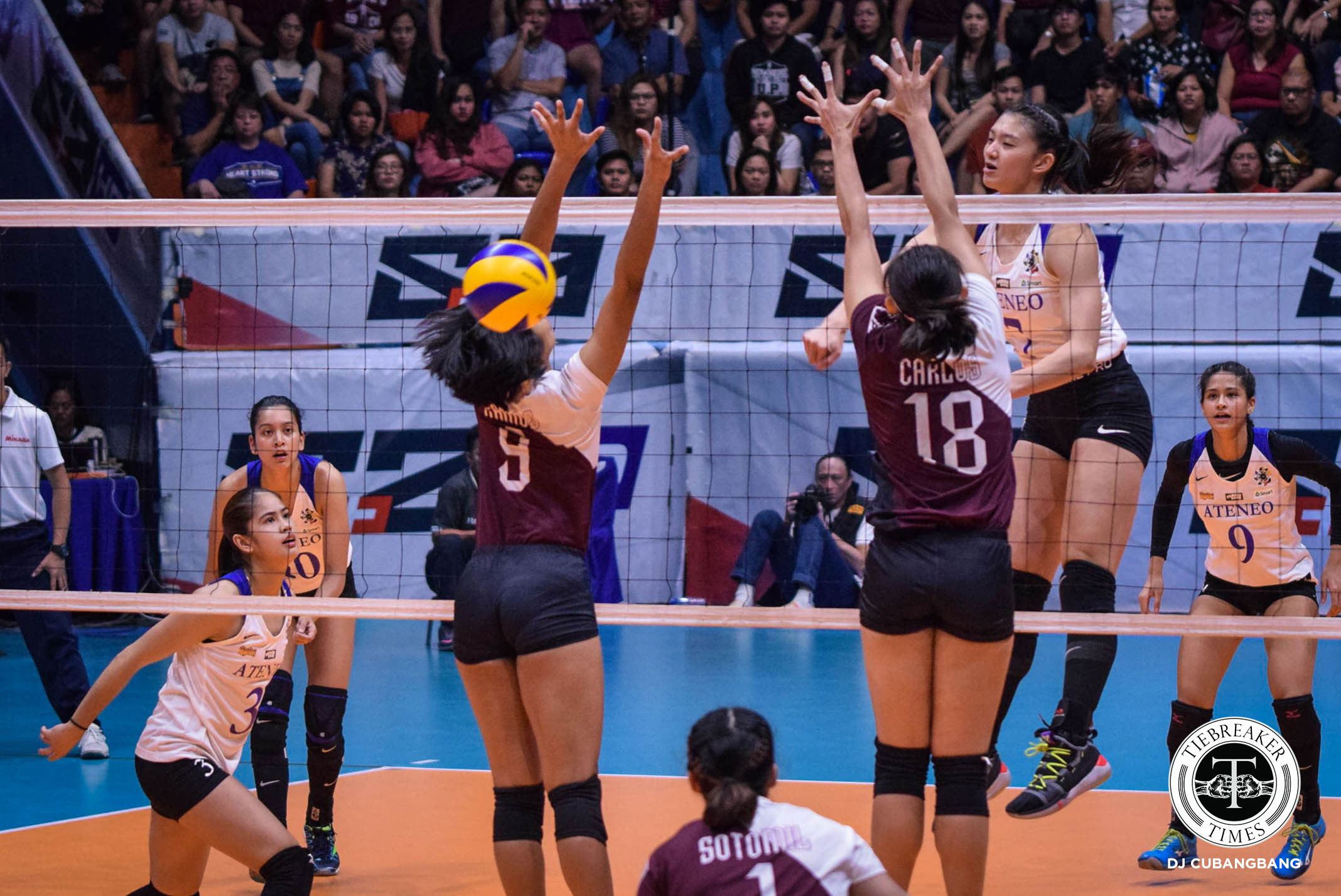 Tiebreaker Times Ateneo Lady Eagles claim solo first, overwhelm UP ADMU News UAAP UP Volleyball  UP Women's Volleyball UAAP Season 81 Women's Volleyball UAAP Season 81 Tots Carlos Oliver Almadro Maddie Madayag Kim Gequillana Kat Tolentino Godfrey Okumu Deanna Wong Ateneo Women's Volleyball Aie Gannaban