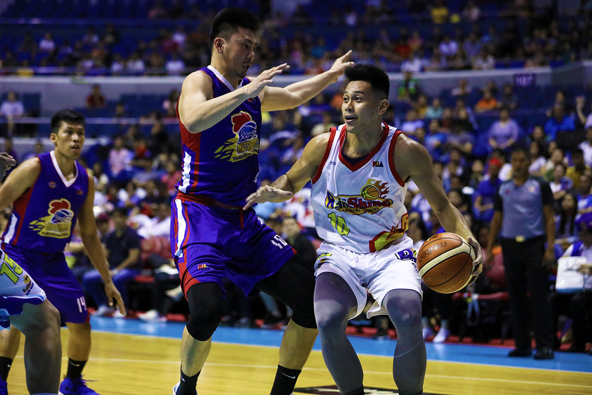 Tiebreaker Times Javee Mocon proves he's big time as Rain or Shine draws first blood vs Magnolia Basketball News PBA  Rain or Shine Elasto Painters PBA Season 44 Paul Lee Mark Barroca Magnolia Hotshots Jio Jalalon Javee Mocon Ian Sangalang Gabe Norwood Ed Daquioag Chito Victolero Beau Belga 2019 PBA Philippine Cup