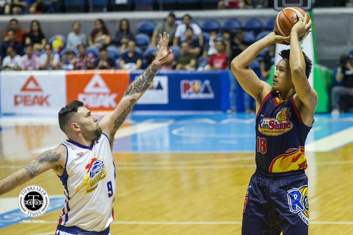 Tiebreaker Times Ed Daquioag takes opportunity to step up for tightly-guarded James Yap Basketball News PBA  Rain or Shine Elasto Painters PBA Season 44 James Yap Ed Daquioag 2019 PBA Philippine Cup