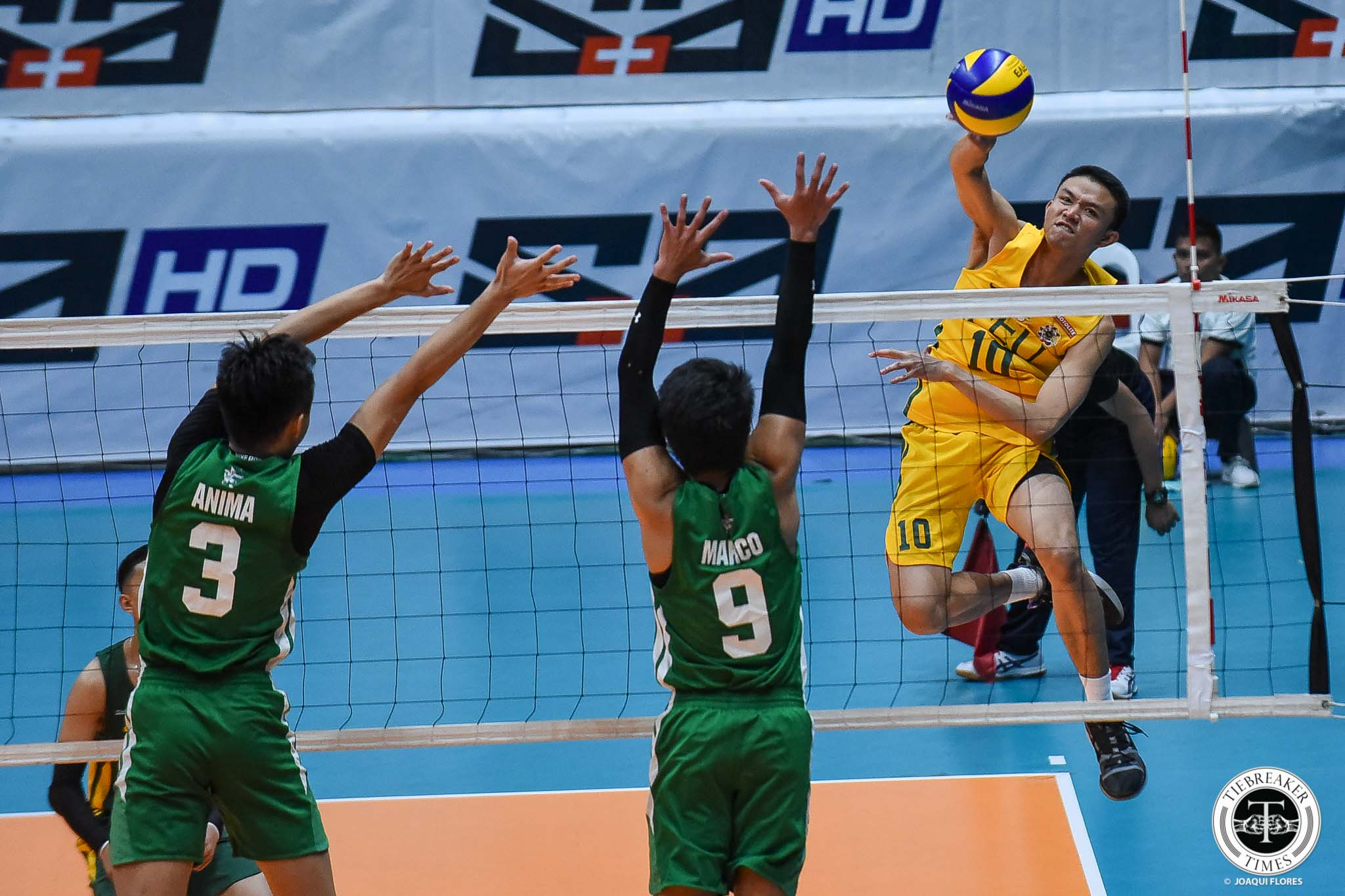 Tiebreaker Times FEU Tamaraws secure last twice-to-beat incentive, sweep La Salle DLSU FEU News UAAP Volleyball  UAAP Season 81 Men's Volleyball UAAP Season 81 RJ Paler Rey Diaz Owen Suarez Jude Garcia Jeremiah Barrica FEU Men's Volleyball DLSU Men's Volleyball Cris Dumago Billie Anima Arnold Laniog