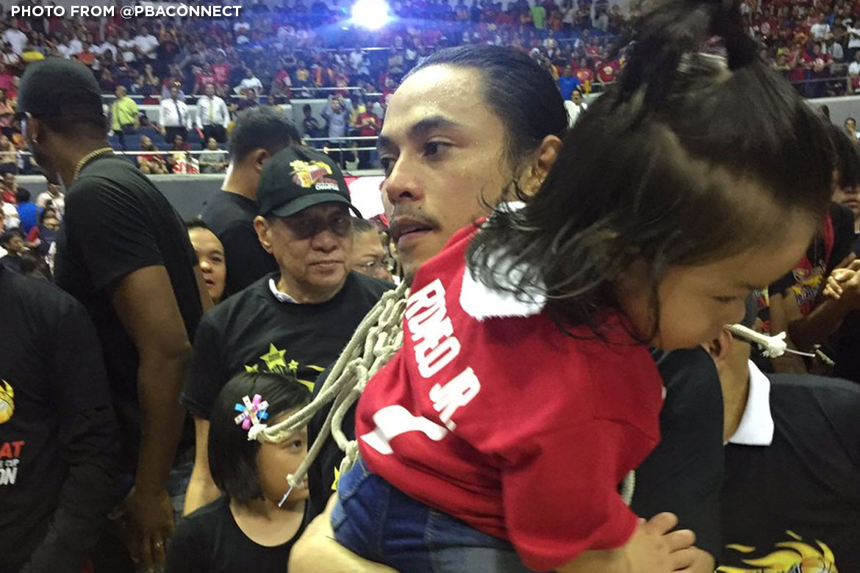 Tiebreaker Times Terrence Romeo shows son the life he chose Basketball News PBA  Terrence Romeo San Miguel Beermen PBA Season 44 2019 PBA Philippine Cup