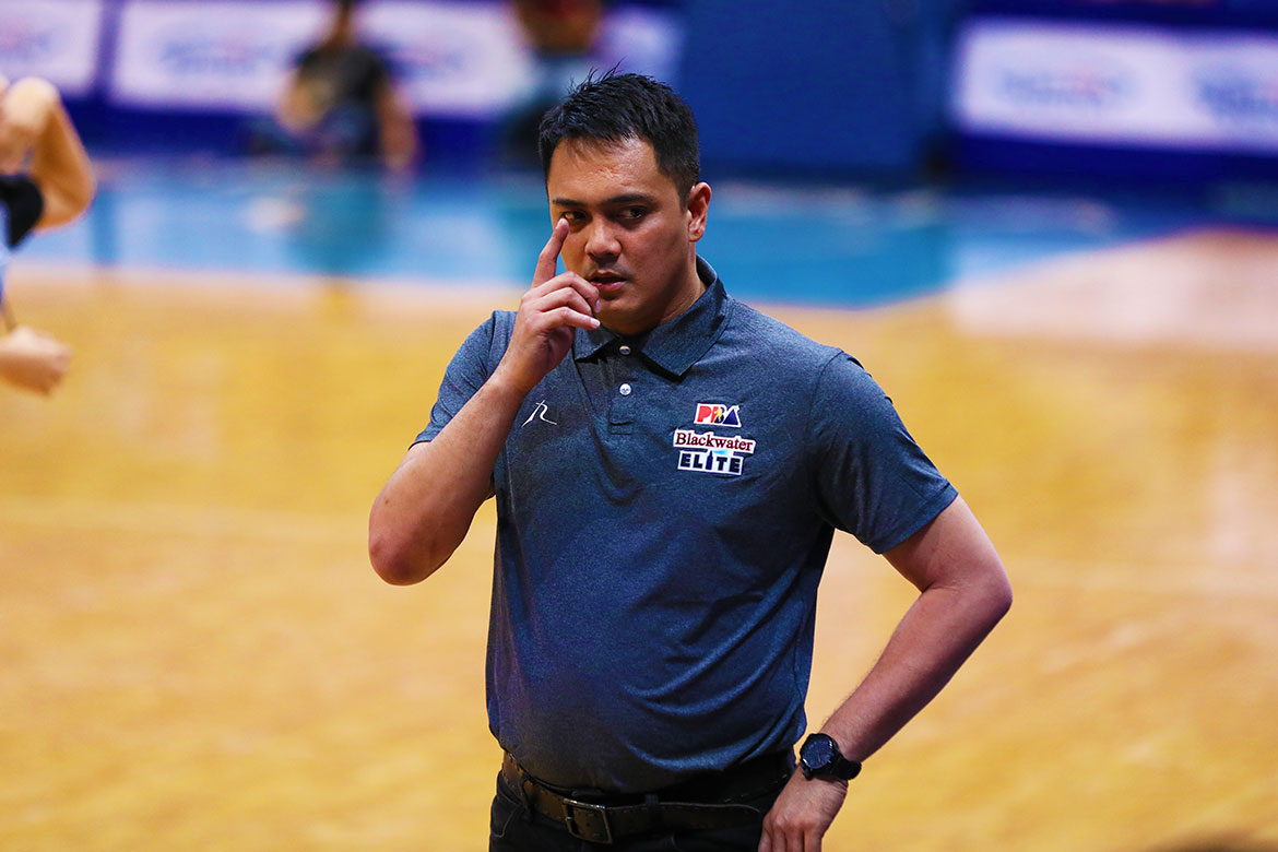 Tiebreaker Times Aris Dimaunahan breathes sigh of relief as he aces first test as coach Basketball News PBA  PBA Season 44 Blackwater Elite Aris Dimaunahan 2019 PBA Commissioners Cup