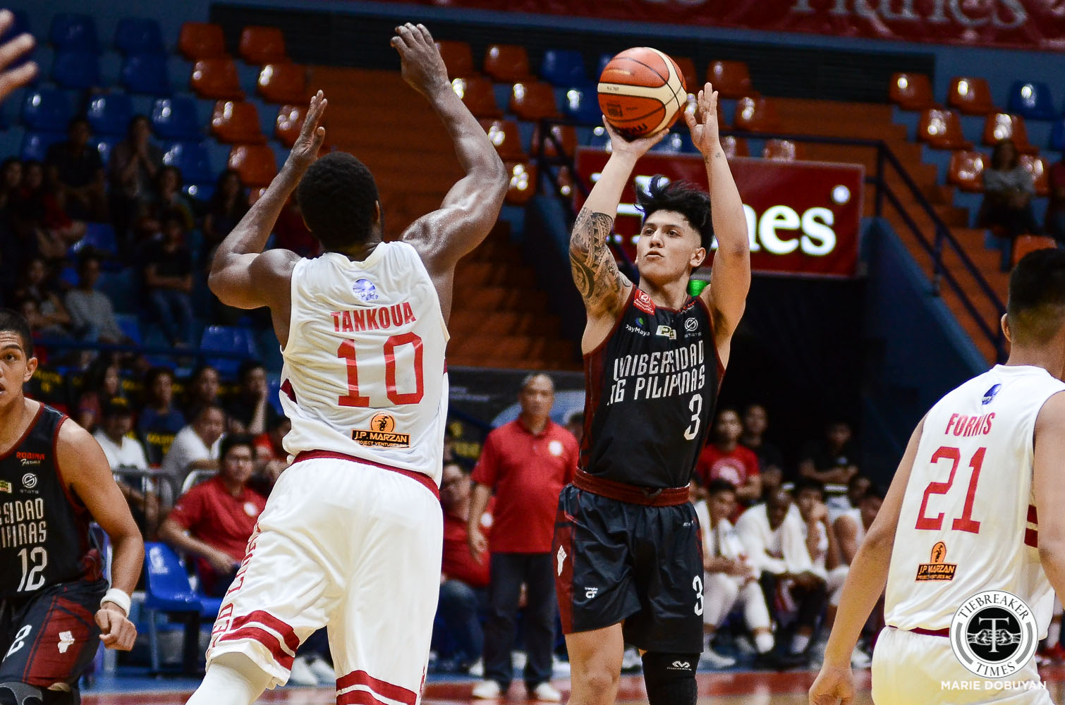 Tiebreaker Times UP Fighting Maroons escape Diliman College to advance to PCCL Final Four Basketball News UP  UP Men's Basketball Naga College Foundation Tigers Kevine Gandjeto James Spencer Diliman College Blue Dragons Bright Akhuetie Annunciation College of Bacon Sorsogon 2020 PCCL National Championship