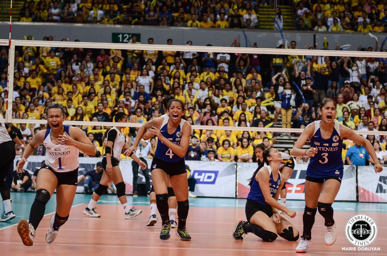 Tiebreaker Times Ateneo Lady Eagles reign again in UAAP Women's Volleyball, overwhelm UST ADMU News UAAP UST Volleyball  UST Women's Volleyball UAAP Season 81 Women's Volleyball UAAP Season 81 Sisi Rondina Oliver Almadro Maddie Madayag Kungfu Reyes Kat Tolentino Eya Laure Deanna Wong Bea De Leon Ateneo Women's Volleyball