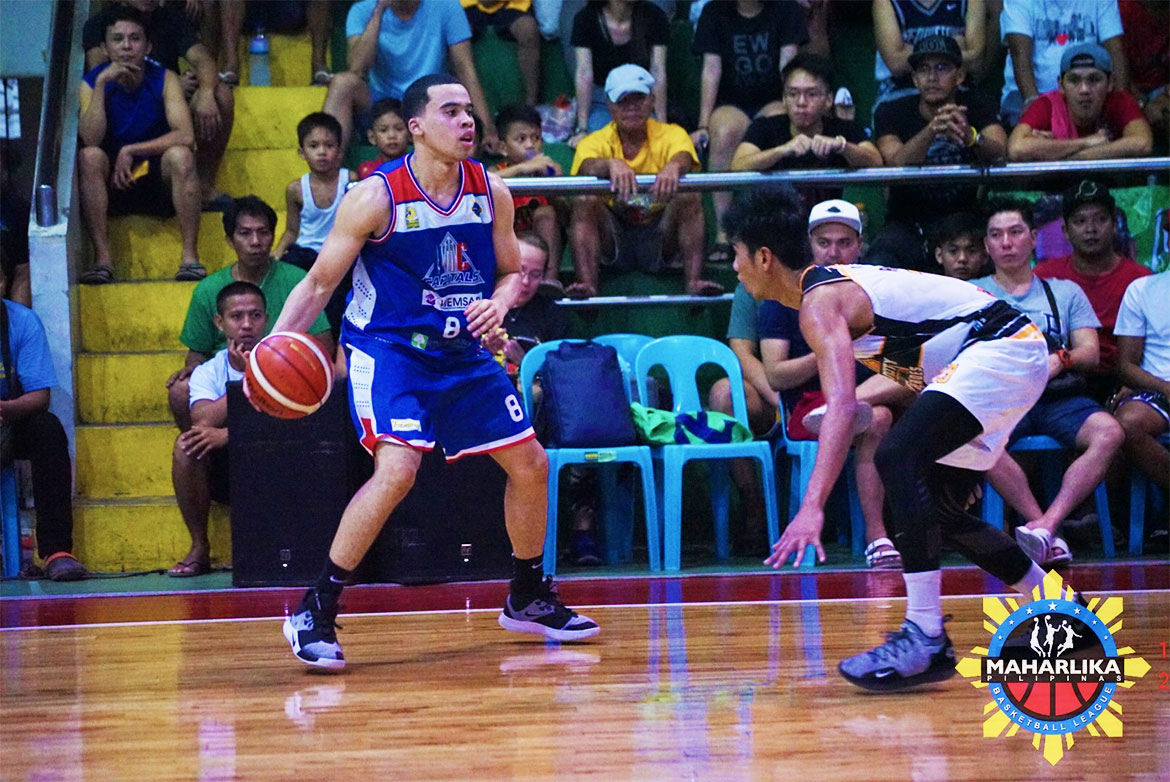 Tiebreaker Times QC's Aaron Black, Gen San's Mikey Williams shine despite Navotas-Rizal game halted Basketball MPBL News  Yves Sazon Tonino Gonzaga Rizal Crusaders Ramon Mabayo Quezon City Capitals Pamboy Raymundo Navotas Clutch-Unipak Mikey Williams Marlon Adolfo Mark Acosta Marikina Shoemasters General Santos City Warriors Daryl Pascual clark derigue Biñan City-Krah Heroes Aaron Black 2019-2020 MPBL Lakan Cup