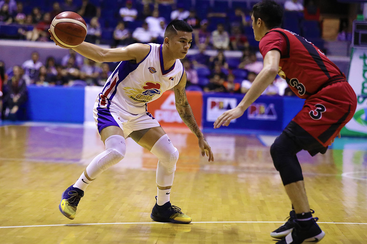Tiebreaker Times Jio Jalalon steers Magnolia to fourth straight win, 36-point rout of San Miguel Basketball News PBA  San Miguel Beermen PBA Season 44 Paul Lee Mark Barroca Marcio Lassiter Magnolia Hotshots Leo Austria Jio Jalalon James Farr Ian Sangalang Christian Standhardinger Chito Victolero Charles Rhodes 2019 PBA Commissioners Cup