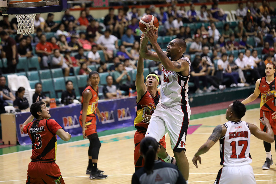 Tiebreaker Times Alex Compton lauds Chris Daniels for remaining a pro Basketball News PBA  PBA Season 44 Chris Daniels Alex Compton Alaska Aces 2019 PBA Commissioners Cup