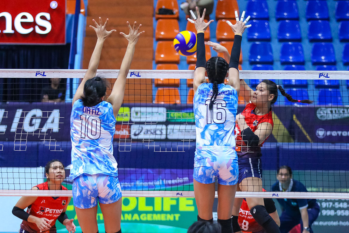 Tiebreaker Times Petron averts disaster, erases two-set deficit to down Foton News PSL Volleyball  Shaq delos Santos Rhea Dimaculangan ramy palma Petron Blaze Spikers Mika Reyes Jaja Santiago Foton Tornadoes Dindin Santiago Denden Lazaro Ces Molina Aaron Velez 2019 PSL Season 2019 PSL All Filipino Conference