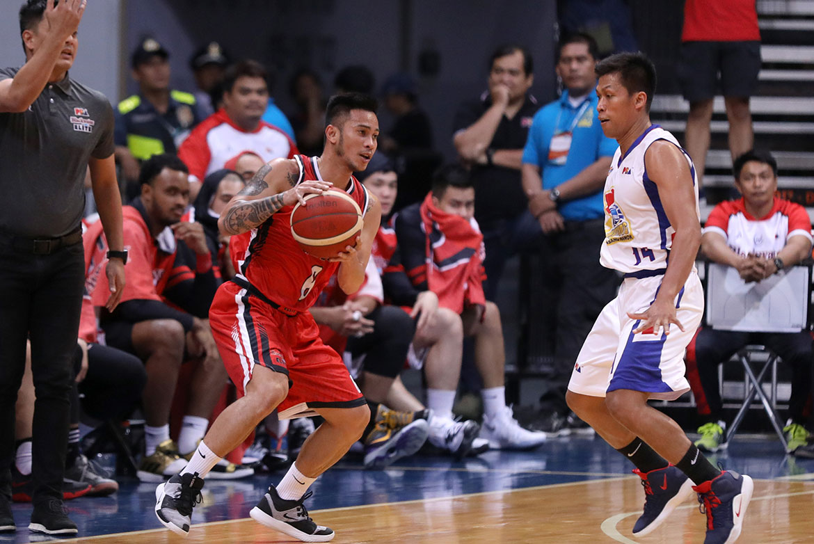 Tiebreaker Times Roi Sumang remains steady in OT as Blackwater snaps Magnolia's 5-game streak Basketball News PBA  Staphon Blair Roi Sumang PBA Season 44 Paul Lee Mike DiGregorio Magnolia Hotshots Jio Jalalon James Farr Chito Victolero Blackwater Elite Aris Dimaunahan Allein Maliksi 2019 PBA Commissioners Cup