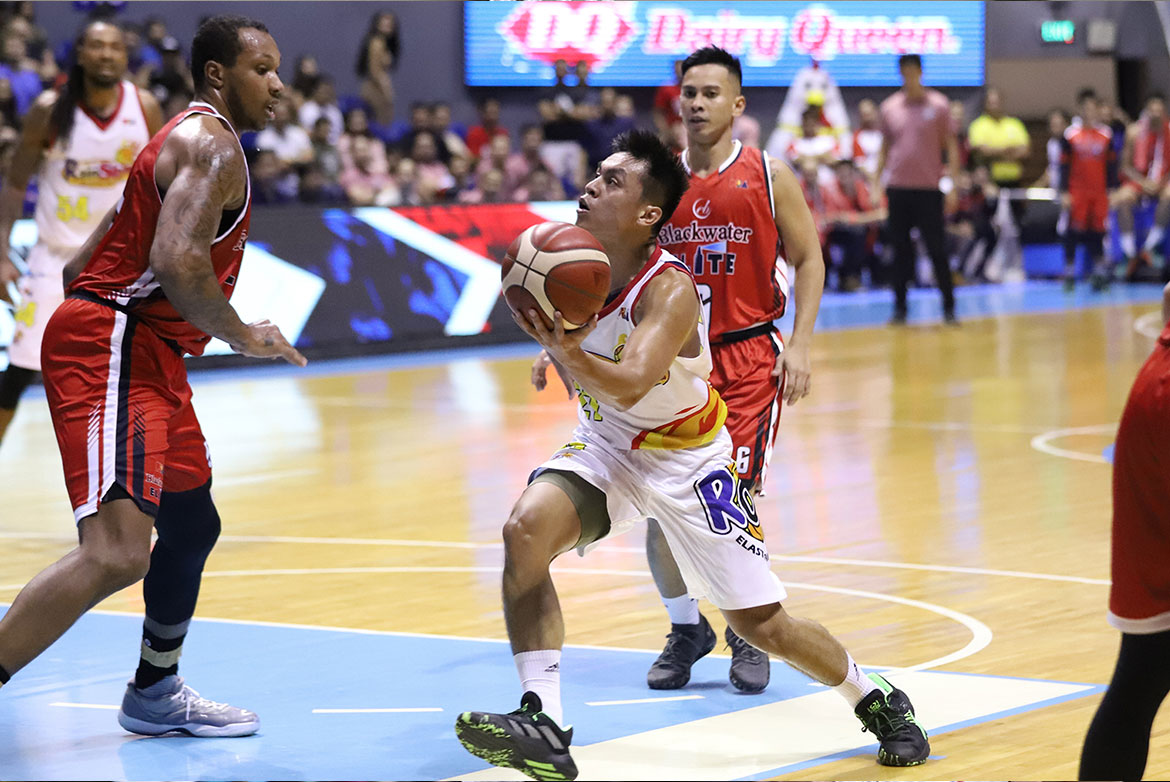 Tiebreaker Times Rey Nambatac sends Blackwater crashing, lifts Rain or Shine to semis Basketball News PBA  Rey Nambatac Rain or Shine Elasto Painters PBA Season 44 Mac Belo Javee Mocon Greg Smith carl montgomery Caloy Garcia Bobby Ray Parks Jr. Blackwater Elite Beau Belga Aris Dimaunahan 2019 PBA Commissioners Cup
