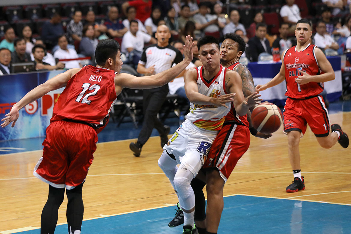 Tiebreaker Times Rey Nambatac clutch as Rain or Shine gains lead over Blackwater Basketball News PBA  Rey Nambatac Rain or Shine Elasto Painters PBA Season 44 Mac Belo Greg Smith Ed Daquioag carl montgomery Caloy Garcia Bobby Ray Parks Jr. Blackwater Elite Beau Belga Aris Dimaunahan Allein Maliksi 2019 PBA Commissioners Cup