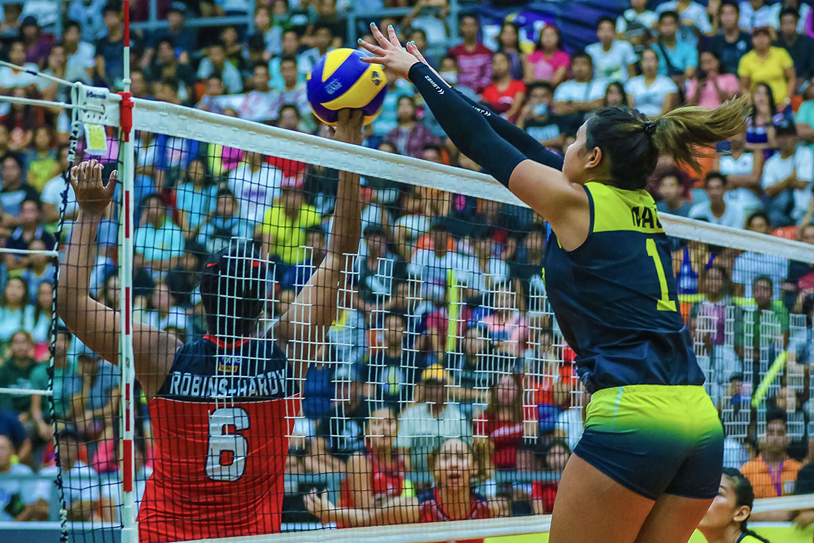Tiebreaker Times Mau gets better of good friend Alohi-Hardy as F2 Logistics sweeps Cignal in Cadiz News PSL Volleyball  Rachel Daquis Michelle Cobb Kalei Mau F2 Logistics Cargo Movers Edgar Barroga Dawn Macandili Cignal HD Spikers Ara Galang Alohi Robins-Hardy 2019 PSL Season 2019 PSL All Filipino Conference