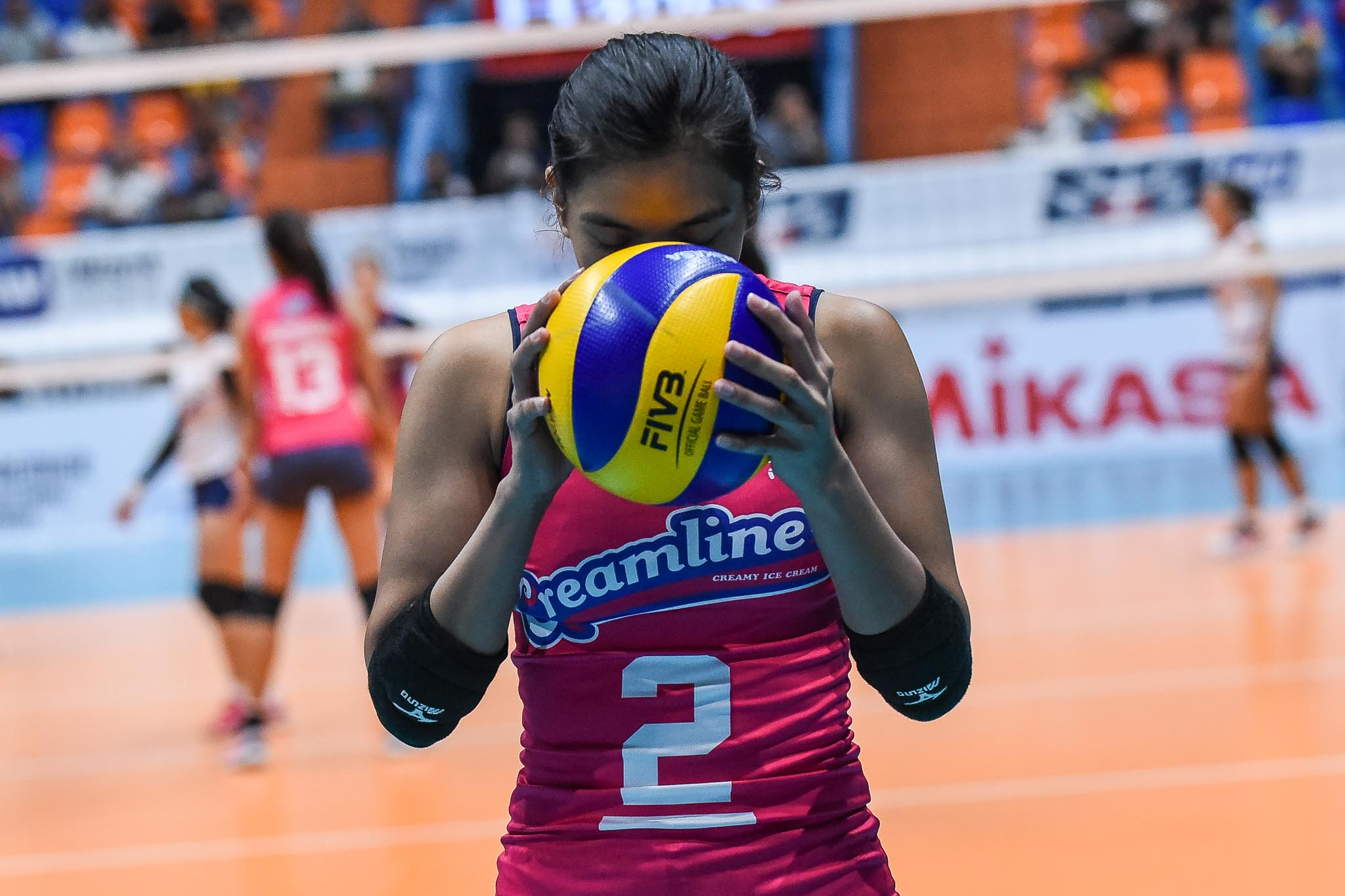 Tiebreaker Times Valdez, VCGB distribute 2,000 PPEs as drive continues with help of celebs News PSL PVL Volleyball  Volleyball Community Gives Back Gretchen Ho Coronavirus Pandemic Charo Soriano Amy Ahomiro Amanda Villanueva Alyssa Valdez Aby Marano