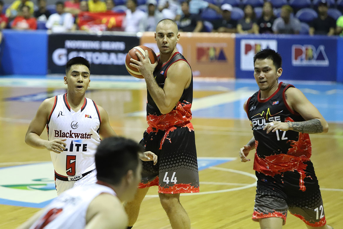 Tiebreaker Times Doug Kramer makes sure to leave the game with his body intact Basketball News PBA  Phoenix Fuel Masters PBA Season 44 Doug Kramer 2019 PBA Governors Cup