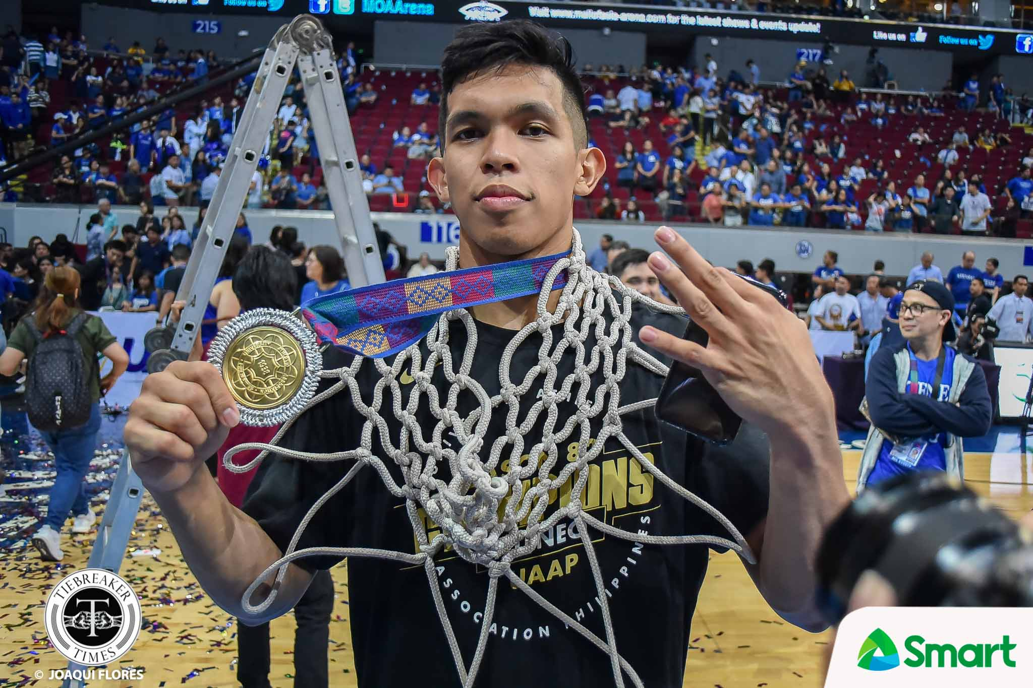UAAP-82-MBB-Finals-G2-ADMU-vs.-UST-Ravena-4842 Thirdy Ravena gives medal to 'special' friend Andie ADMU Basketball News UAAP  - philippine sports news