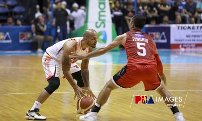 Tiebreaker Times LA Tenorio hopes for the best as pal Sol Mercado twists ankle Basketball News PBA  Sol Mercado PBA Season 44 Northport Batang Pier LA Tenorio Barangay Ginebra San Miguel 2019 PBA Governors Cup