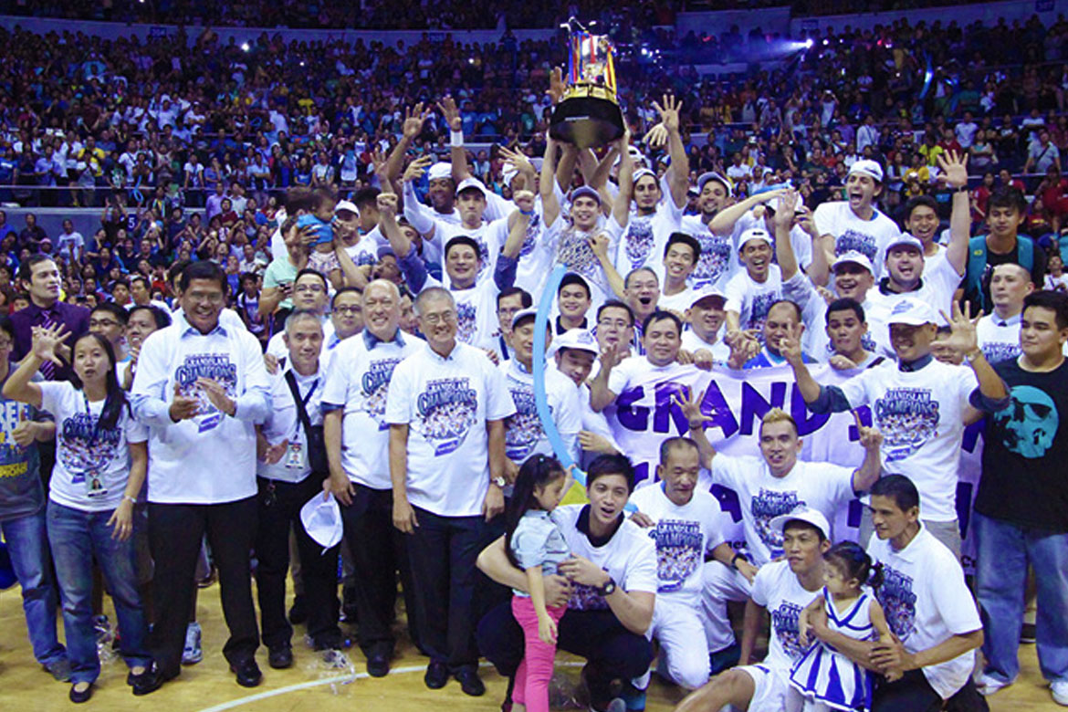 San-Mig-Coffee-Mixers-Grand-Slam I Love the 2010s: Best Teams of the Decade Basketball Football Gilas Pilipinas Mixed Martial Arts News ONE Championship PBA Philippine Azkals Softball Volleyball  - philippine sports news