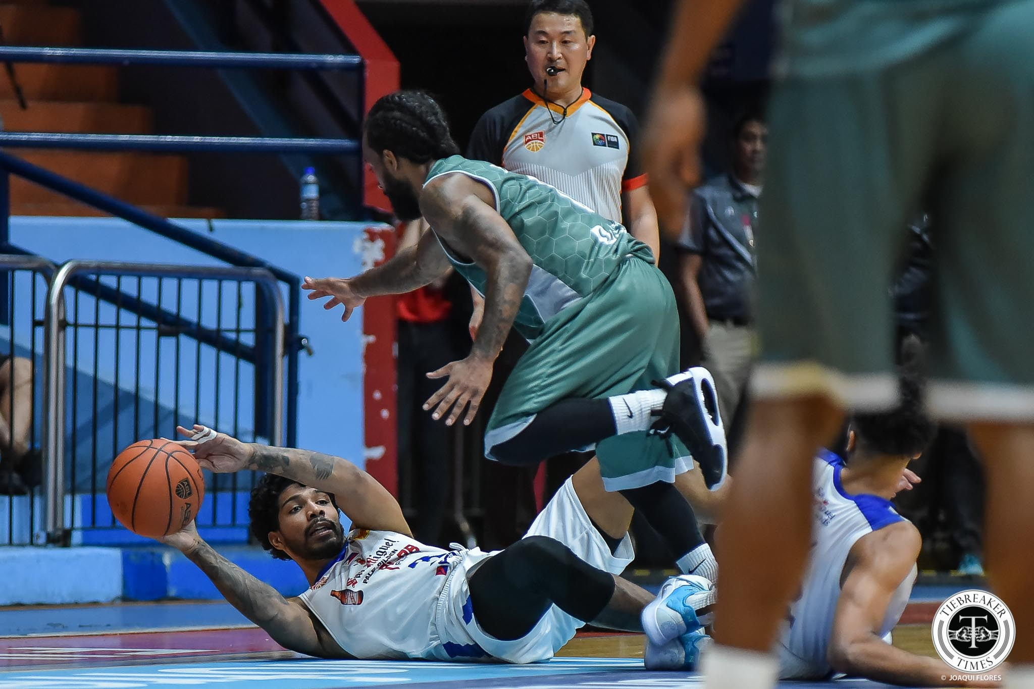 Tiebreaker Times Alab Pilipinas absorb first home loss at hands of Purves' Wolf Warriors ABL Alab Pilipinas Basketball News  Todd Purves Steven Thomas Scott Ewing Nick King Macau Wolf Warriors Lawrence Domingo Khalif Wyatt Julian Boyd Jimmy Alapag Jeremiah Gray Doug Herring Chen Cai 2019-20 ABL Season