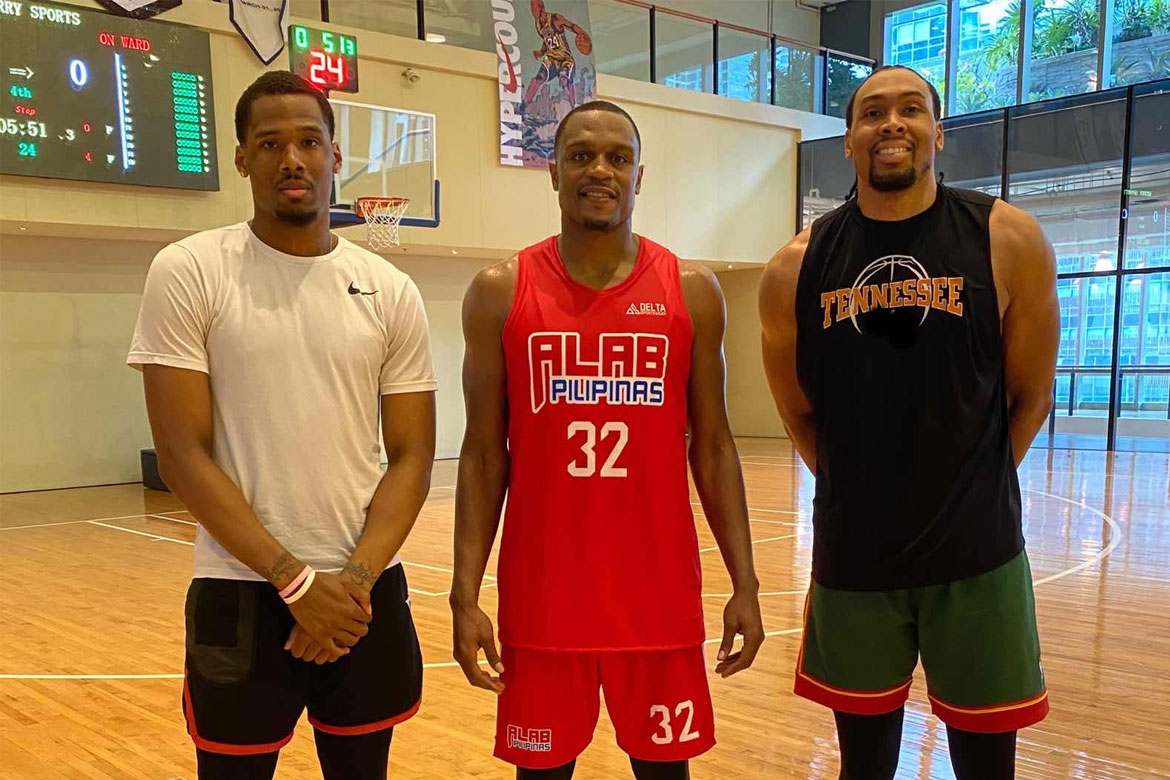 Tiebreaker Times Justin Brownlee finally arrives to Alab Pilipinas ABL Alab Pilipinas Basketball News  Justin Brownlee John Fields abl season 10
