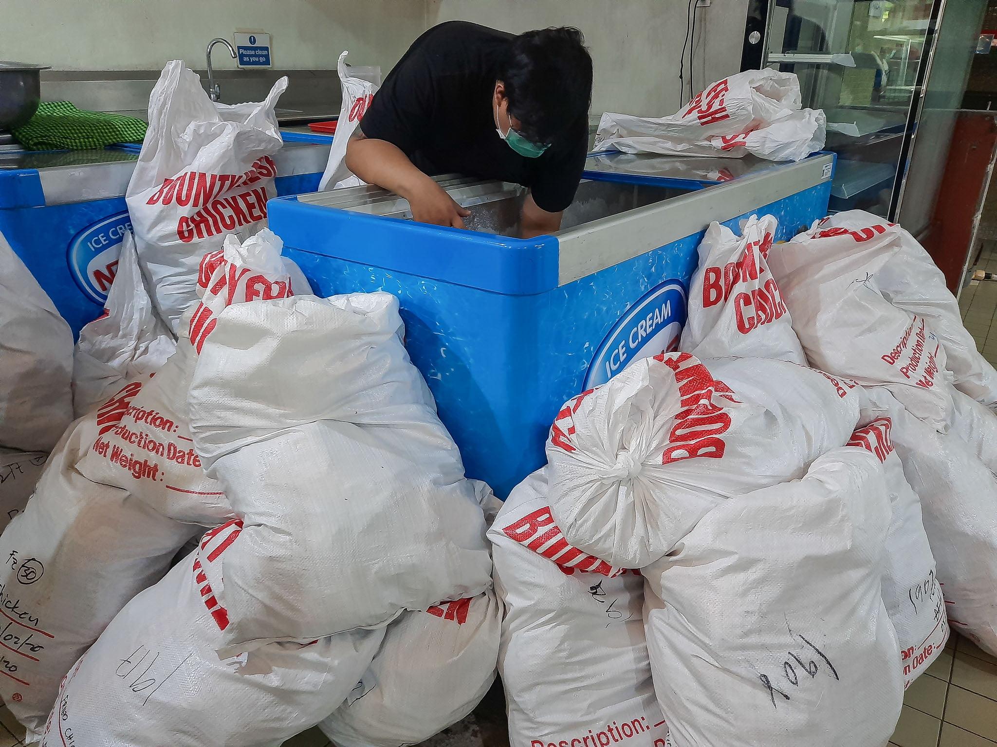 Tiebreaker Times Ronald Mascariñas orders release of 100k kilos of chickens for COVID-19 frontliners Chooks-to-Go Pilipinas 3x3 News  Ronald Mascarinas Coronavirus Pandemic Chooks-to-Go