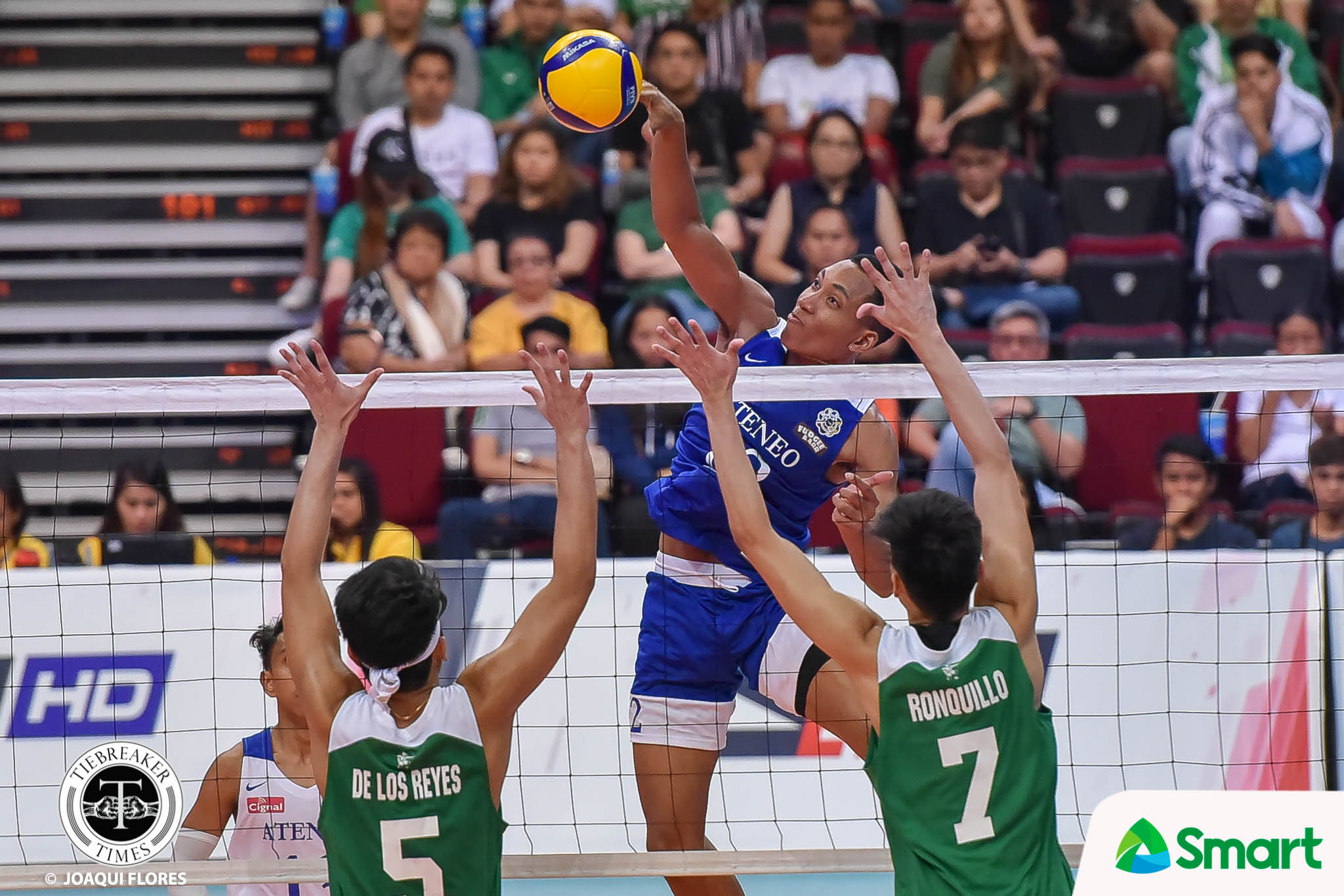 Tiebreaker Times Njigha, Ateneo Blue Eagles soar over La Salle for bounce-back win in UAAP 82 ADMU DLSU News UAAP Volleyball  uaap season 82 men's volleyball UAAP Season 82 Timmy Sto. Tomas Ron Medalla Manuel Sumanguid Kurt Aguilar John Mark Ronquillo DLSU Men's Volleyball Chumason Njigha Ateneo Men's Volleyball Arnold Laniog