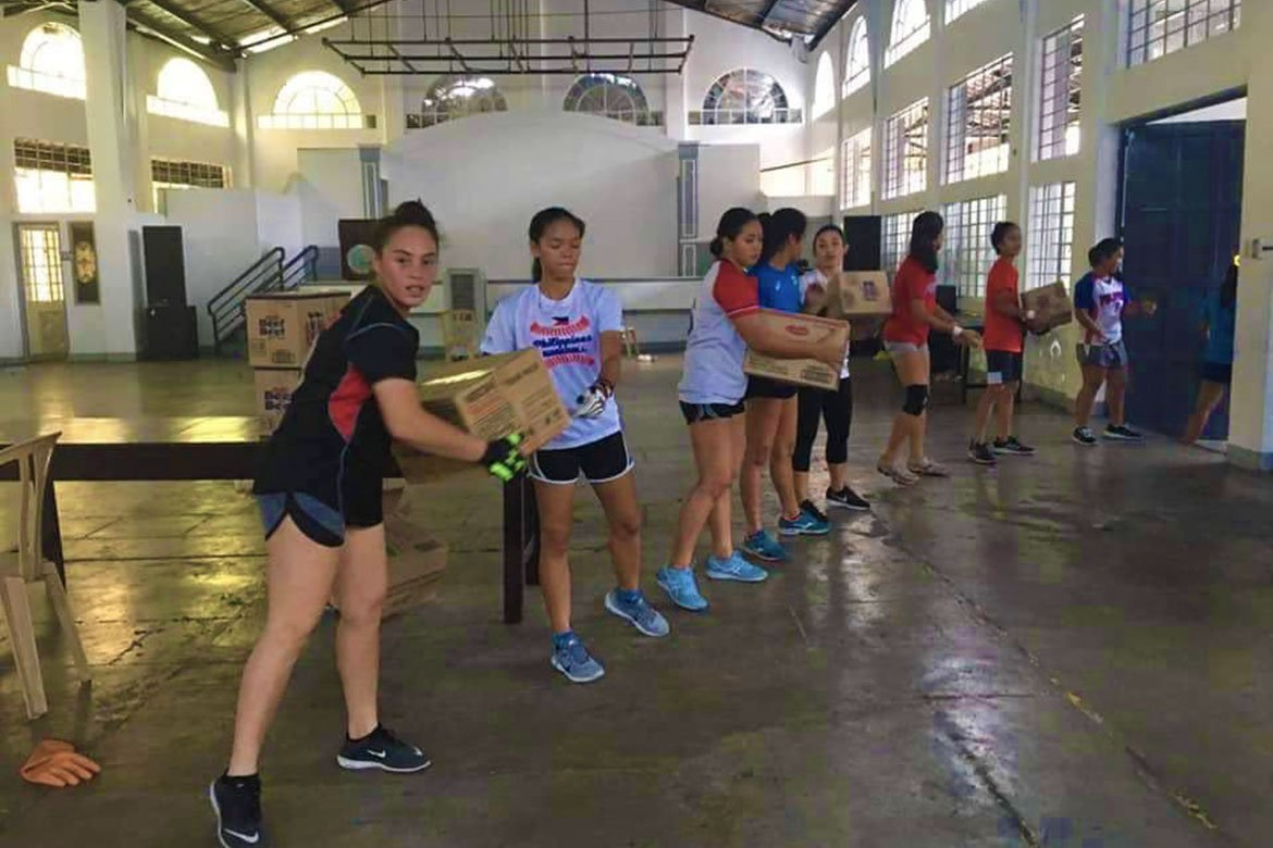Tiebreaker Times Adamson Lady Falcons pack relief goods for families affected by ECQ AdU News Softball UAAP  UAAP Season 82 Softball UAAP Season 82 Coronavirus Pandemic Ana Santiago Adamson Softball