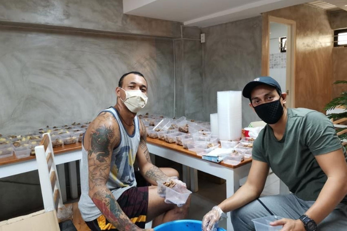 Tiebreaker Times The Beast finds real Calvin Abueva during community service Basketball News PBA  Phoenix Fuel Masters PBA Season 45 Calvin Abueva