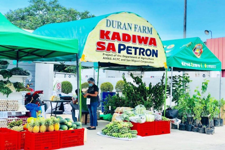 Tiebreaker Times Petron, DA open more Kadiwa stores to further boss farmers' incomes News PSL Volleyball  Ramon Ang Petron Blaze Spikers Coronavirus Pandemic