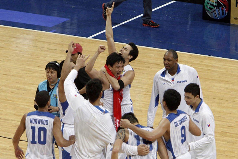 2013-FIBA-Asia-Cup-Gilas-def-South-Korea-celebration Hoop Nut: The Day Grown Men Cried Bandwagon Wire Basketball Gilas Pilipinas  - philippine sports news