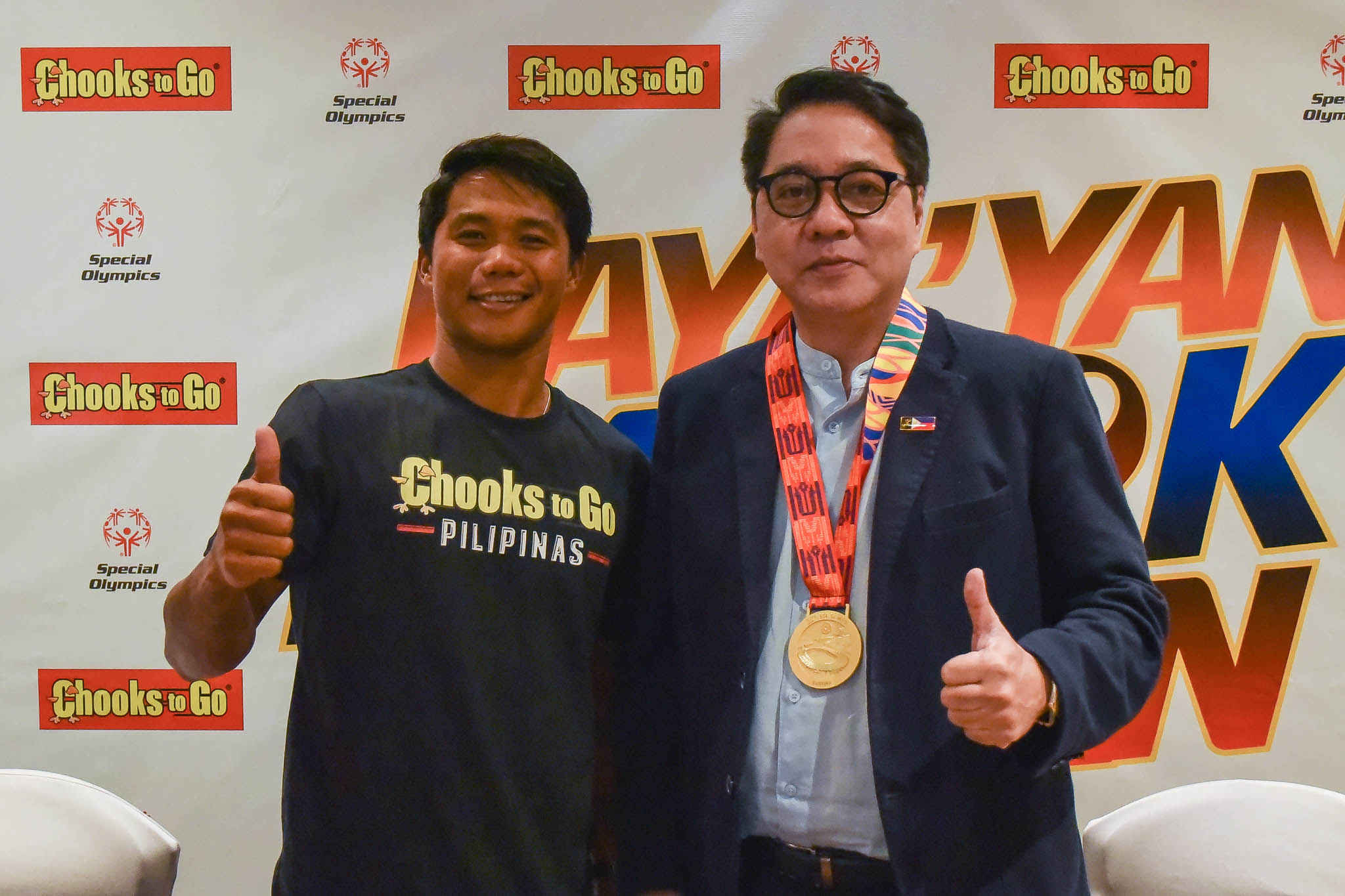 Tiebreaker Times Roger Casugay becomes first Filipino to win international fair play award News Surfing  Roger Casugay Butch Ramirez