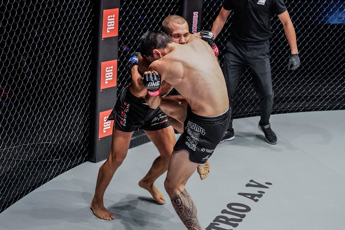 ONE-Reign-of-Dynasties-Reece-McLaren-def-Aleksi-Toivonen Sam-A stamps class on Tonna, retains ONE Muay Thai crown Mixed Martial Arts Muay Thai News ONE Championship  - philippine sports news
