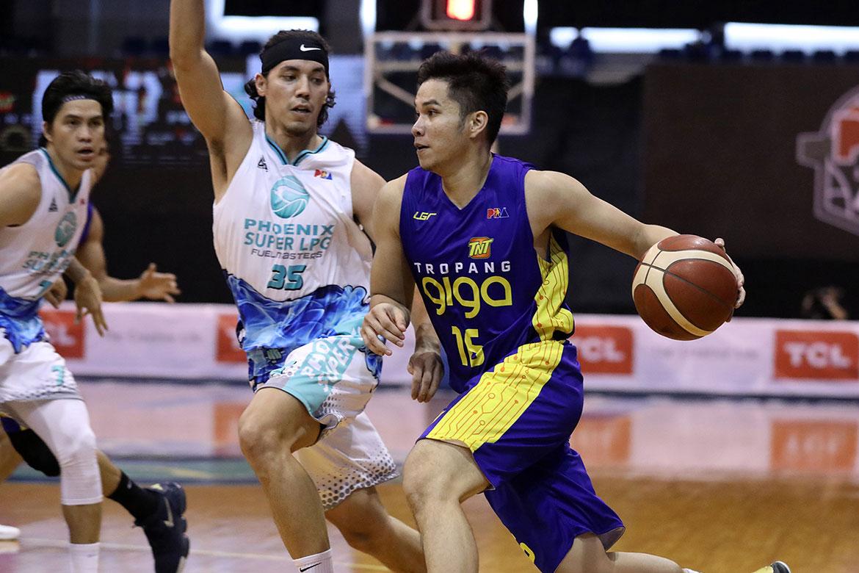 PBA-Season-45-Phoenix-vs-TNT-Roger-Pogoy Hoop Nut: Pogoy vs Wright is the next great PBA rivalry Bandwagon Wire Basketball PBA  - philippine sports news